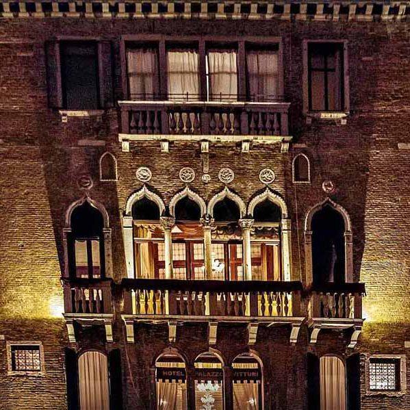 Viste pregevoli dai nostri balconcini gotici.